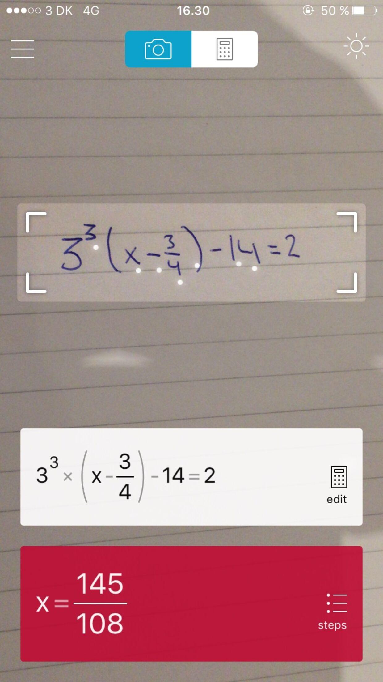 Ved blot at holde telefonen over det håndskrevne matematikstykke, løser appen det stillede problem.