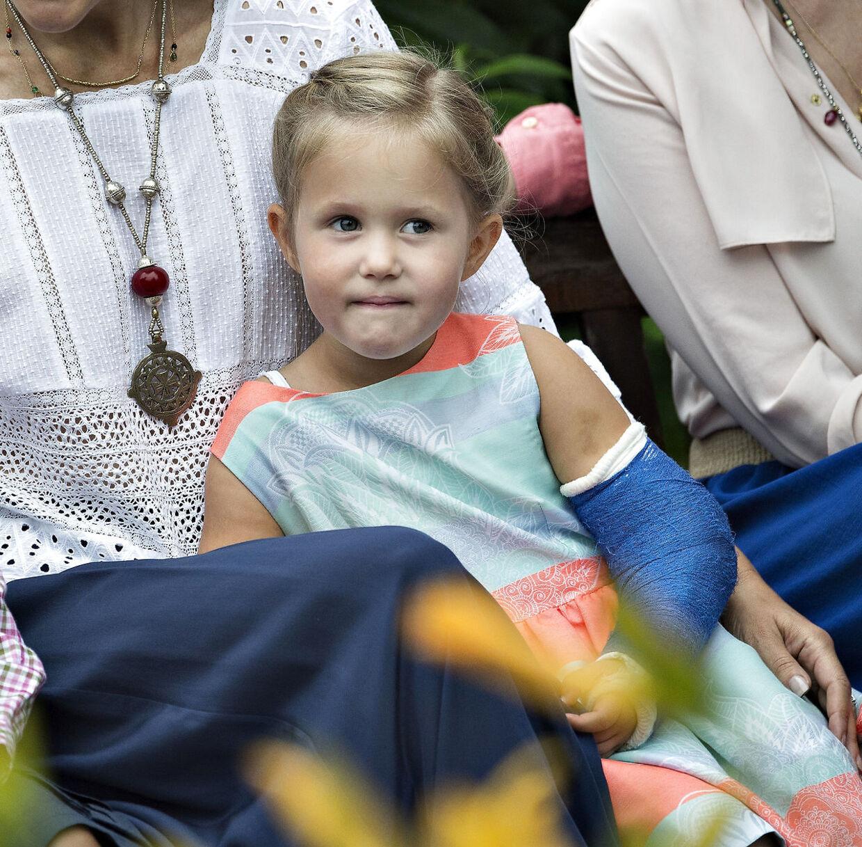 Lille prinsesse Josephine brækkede armen i 2015.