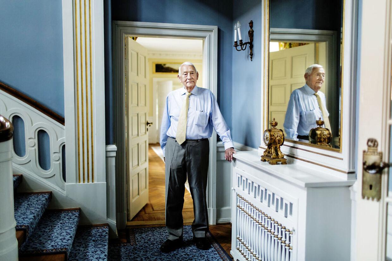 Jørn E. Jensen, der stiftede Tæppeland, fylder 90 år. Her ses han på sit gods i 2013.