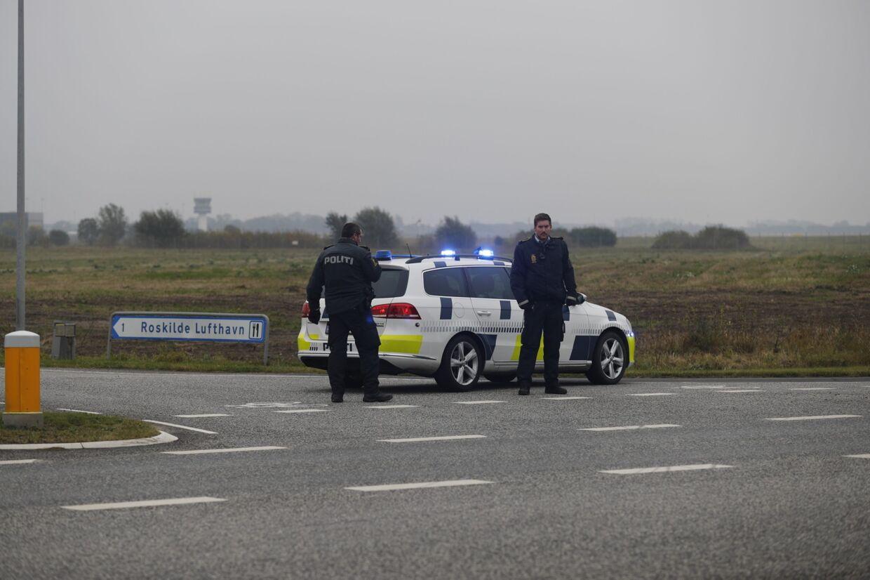 Politi ved Roskilde Lufthavn.