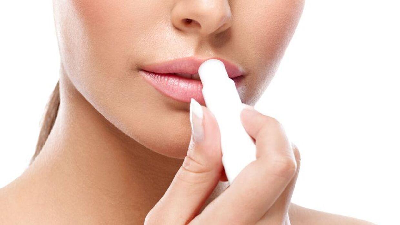 hvorfor får man tørre læber