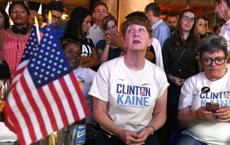 Clinton-sympatisører sad tilbage med ærefrygt i øjnene, da modkandidaten, Donald Trump, havde taget sejren som USAs kommende præsident.