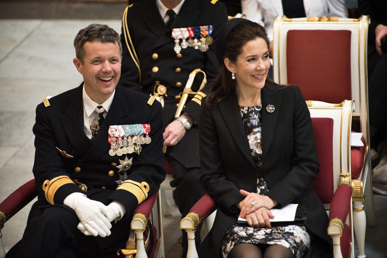 HKH Frederik fylder idag 47 år... Kronprinsparret Kronprins Frederik og Kronprinsesse Mary og medlemmer fra regering og folketing deltager sammen med veteraner i en gudstjeneste i Københavns Domkirke.
