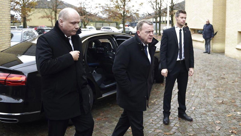 Søren Gade og Lars Løkke Rasmussen ankommer til Peter Brixtoftes bisættelse.