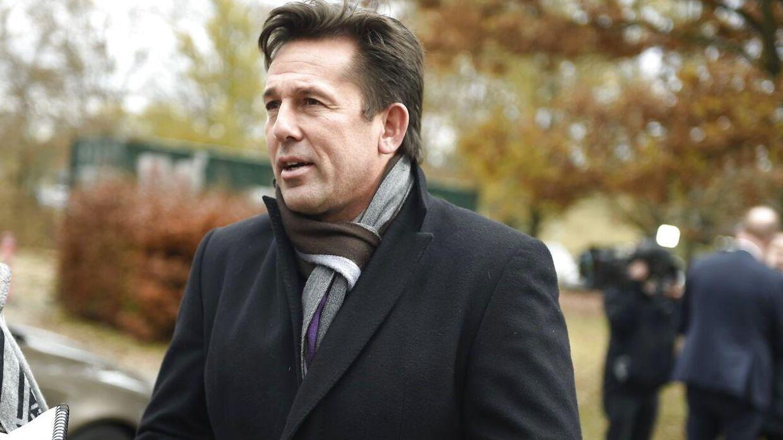 Mark Strudal ankommer til Peter Brixtoftes bisættelse i Farum.
