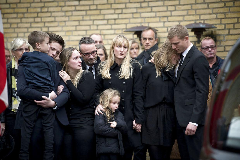 Peter Brixtofte bisættes fra Stavnsholtkirken i Farum