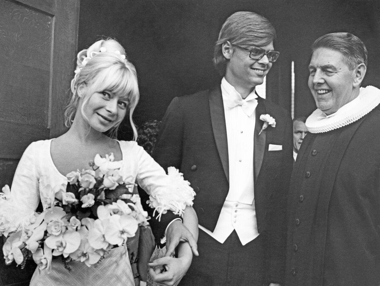 Ulf Pilgaard og Gitte Vibeke Pilgaard blev viet af Ulfs far Christian Pilgaard i 1970.