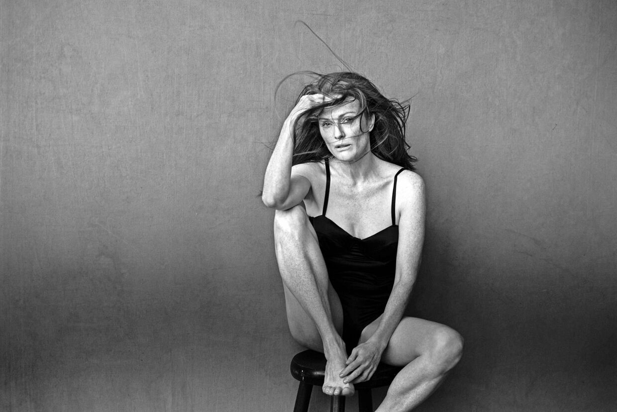 epa05652177 An undated handout image provided by the Calendar Pirelli press office on 29 November 2016 shows US actress Julianne Moore posing for the new Pirelli Calendar 2017 realized by German photographer Peter Lindbergh. EPA/PETER LINDBERGH/HANDOUT HANDOUT EDITORIAL USE ONLY/NO SALES