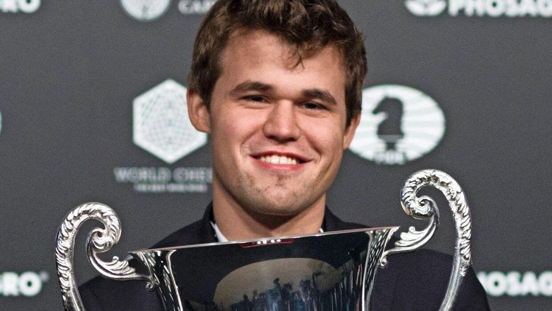 Den nu 26-årige nordmand kunne torsdag løfte pokalen og kalde sig verdensmester for tredje gang. Foto: AFP