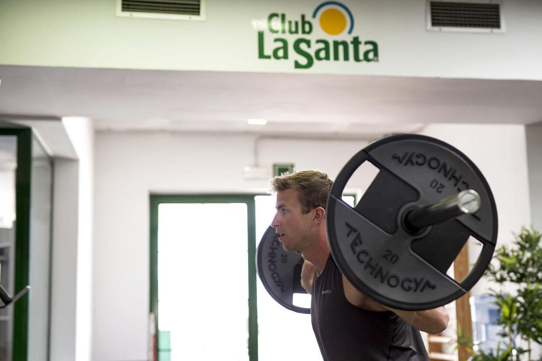 René Holten har besluttet at fortsætte karrieren. Her er han under træningen på Club La Santa.