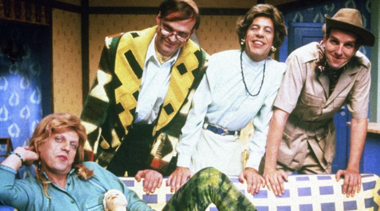 'Familien Andersens julehemmelighed' er en voksen-julekalender fra 1993, der blev sendt på TV 2 samme år. Den blev genudsendt i 1998 og igen i år. Medvirkende er udover Søren Hauch-Fausbøll, Søren Østergaard, Torben Zeller og Niels Olsen. Foto: Scanpix