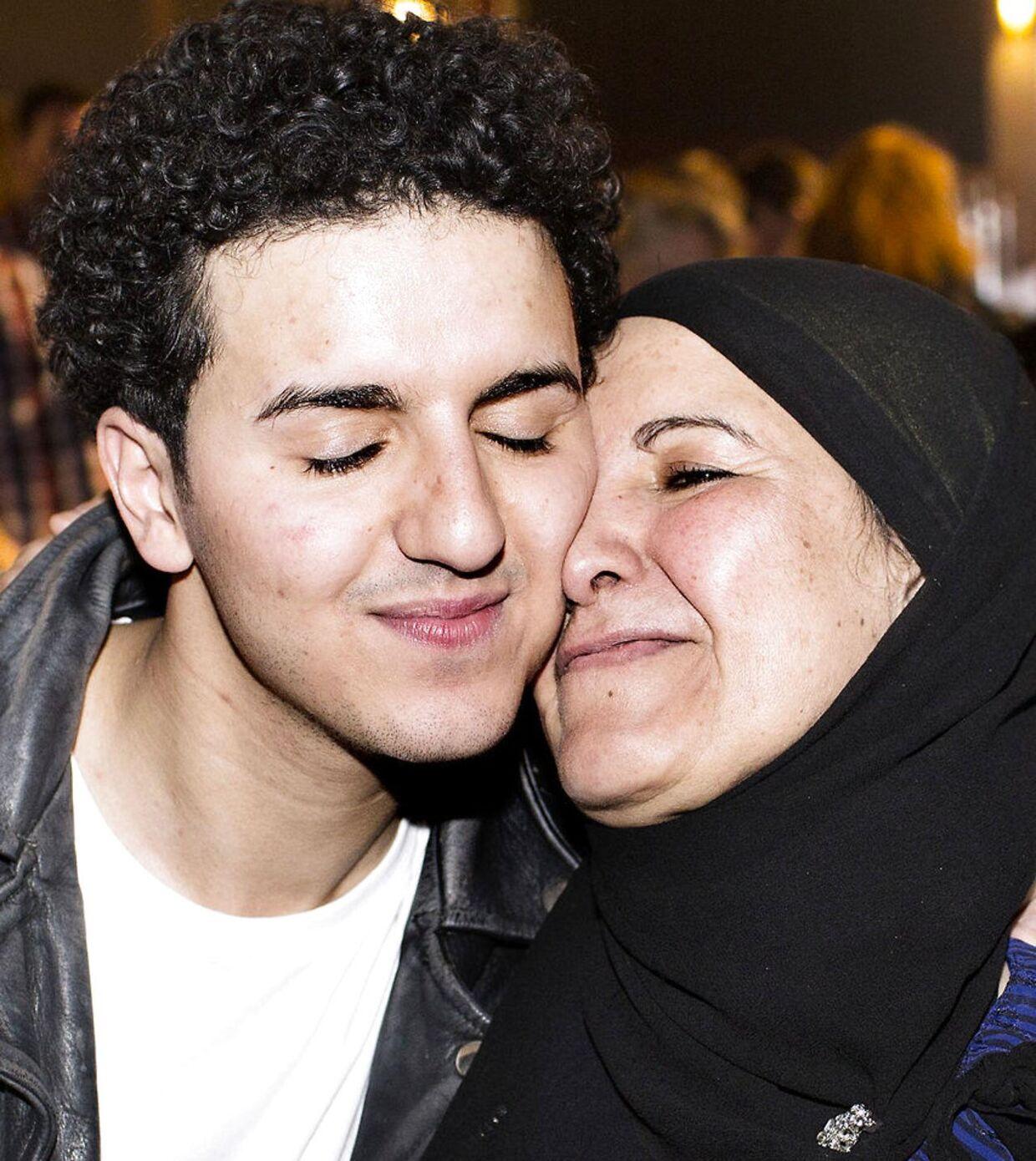 Basim møder sin mor første gang efter sejren ved det danske Melodi Grand Prix i 2014.