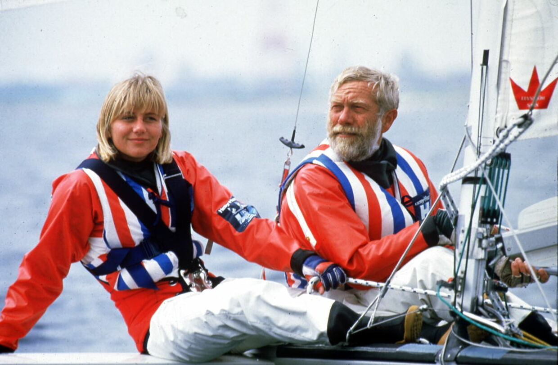 Sejleren Paul Elvstrøm er død Sejleren i en alder af 88 år, oplyser hans familie. Paul Elvstrøm vandt fire OL-guldmedaljer og 13 verdensmesterskaber. Arkivfoto: Paul Elvstrøm og datter Trine Elvstrøm, OL 1984, Los Angeles