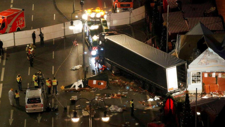 Julemarkedet i Berlins centrum blev mandag aften ramt af en tragedie.
