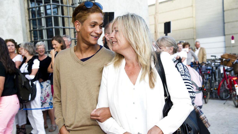Anne Linnet med sønnen Peter til premiere på Dansk danseteaters Copenhagen Summerdance på Politigården i København, august 2013.