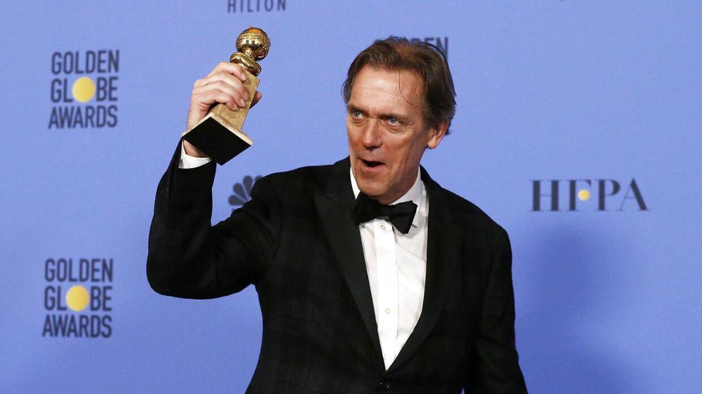 Her ses Hugh Laurie med sin statuette
