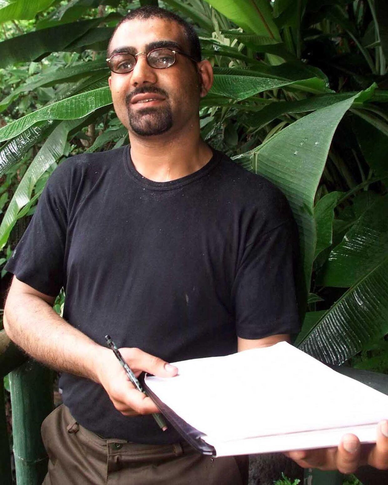Skomager og bankrøver Naeem Sundoo er en af deltagerne i den nye »Robinson Ekspedition«. Som personlig ejendel har han medbragt en dagbog.