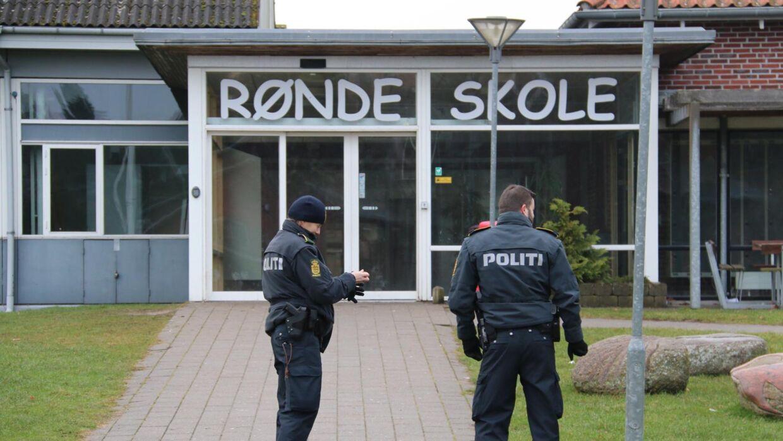Rønde Skole på det sydlige Djursland har mandag eftermiddag modtaget en bombetrussel.