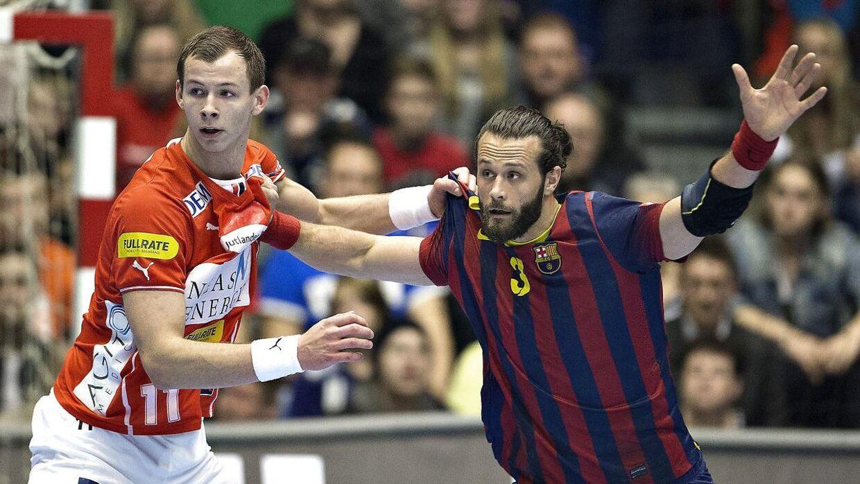 Stregspilleren Simon Hald fra Aalborg Håndbold kom ikke med til VM i Frankrig, hvor Gudmundur Gudmundsson udtog 16 spillere plus en ekstra indskifter.