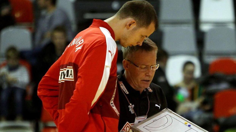 Gudmundur Gudmundsson har givet Simon Hald nogle gode råd med på vejen, efter han blev fravalgt til VM-truppen.