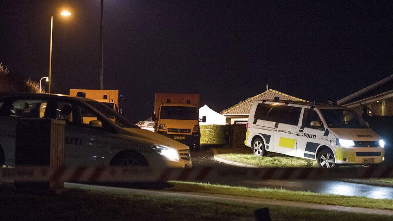 Politiet fandt mandag seks døde mennesker i et hus på Amstrup Bakke syd for Ulstrup.De døde var to voksne og fire børn.. (Foto: Bo Amstrup/Scanpix 2017)