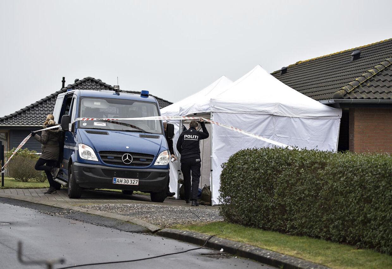 Seks personer blev fundet døde i parcelhus på Amstrup Bakker i Ulstrup. Her ses stedet tirsdag. (Foto: Henning Bagger/Scanpix 2017)
