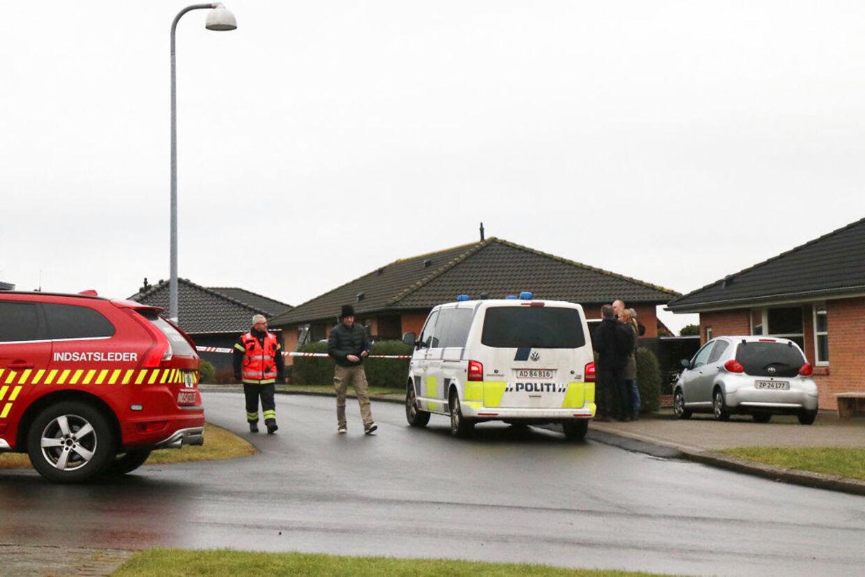 Østjyllands Politi er nu lige massivt til stede ved Amstrup Bakker syd for Ulstrup.