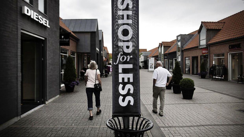 I Ringsted Outlet har Pomp de Lux en fysisk butik. Ellers foregår det meste salg over nettet eller ved 'home partys'.