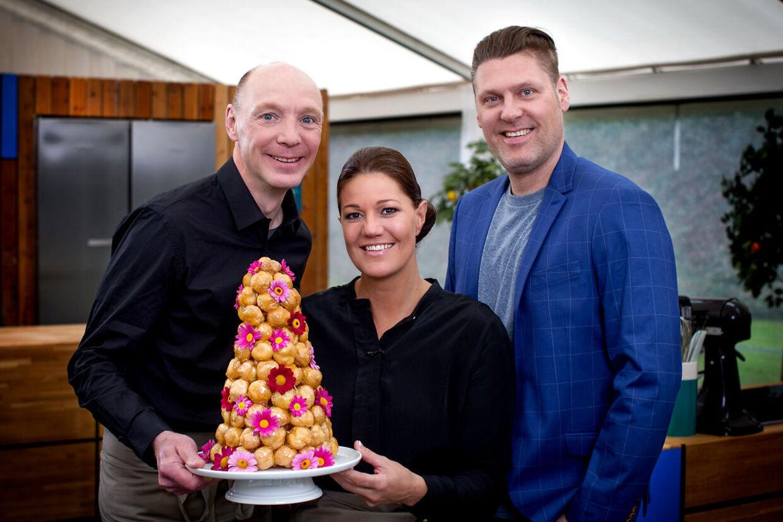 Klar, parat, bag: Dommerne Jan Friis-Mikkelsen og Mette Blomsterberg samt værten Timm Vladimir er klar til endnu en omgang 'Den store bagedyst'.