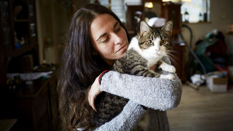 Nardie Elleby Marsh og hendes kat.