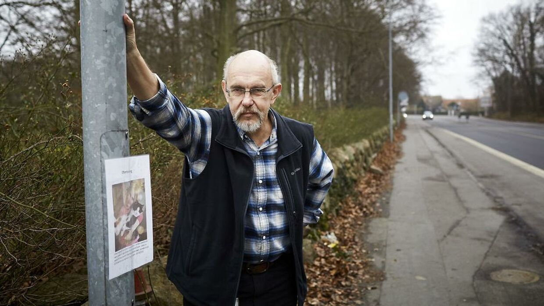 Poul Overlund-Sørensen har mistet en del katte gennem årene og har som en konsekvens droppet at holde kat og er blevet hundeejer.
