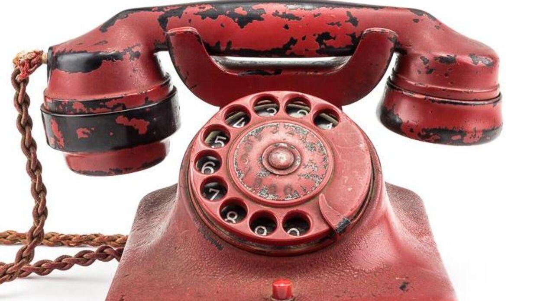 Hitlers blodrøde telefon er nu til salg