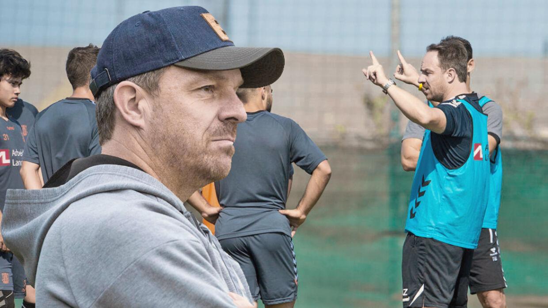 Kun Brøndbys træner Alexander Zorniger ved, hvad programmet byder på under truppens træningslejr i Dubai.