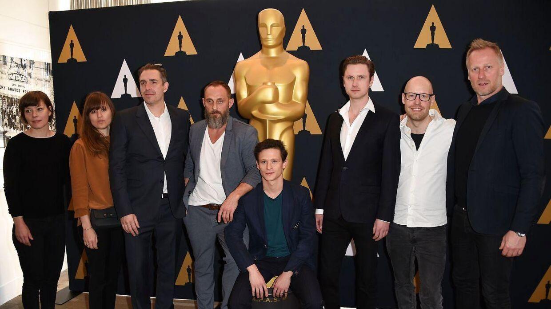 Martin Zandvliet (3L), sammen med holdet fra 'Under Sandet' vandt desværre ikke en Oscar.
