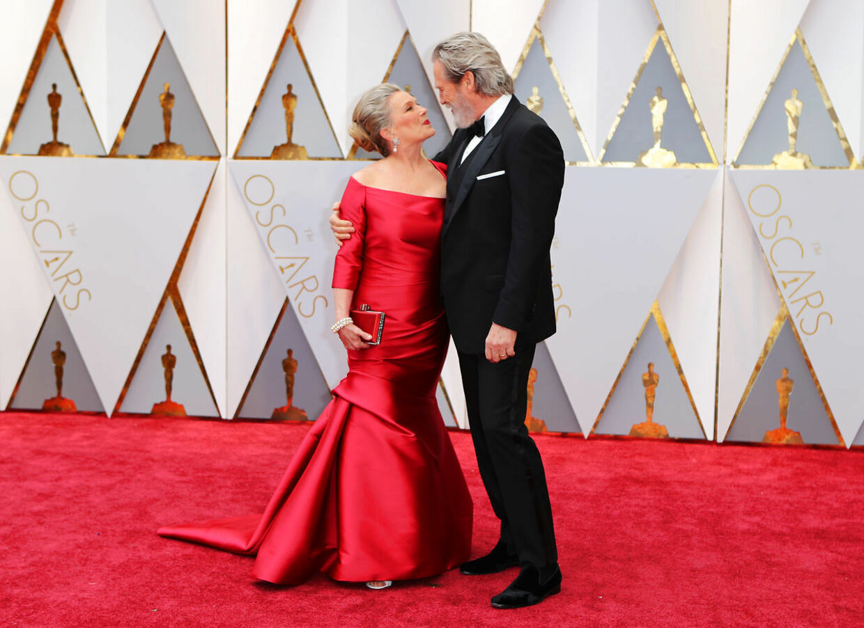 89th Academy Awards - Oscars Red Carpet Arrivals - Hollywood, California, U.S. - 26/02/17 - Actor Jeff Bridges and his wife Susan Geston. REUTERS/Mike Blake TPX IMAGES OF THE DAY