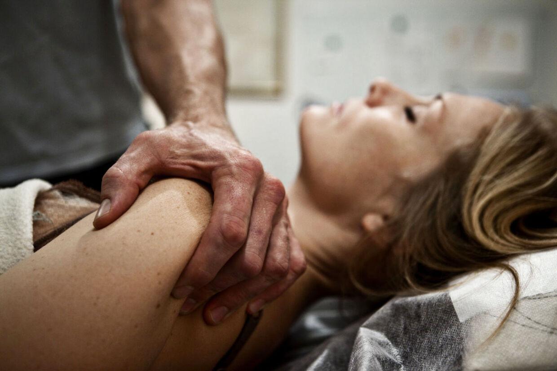 Body-SDS. Bengt Valentino Andersen(45) behandler Ida Bregninge (37)