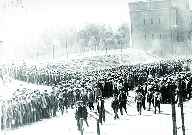 Sovjetiske krigsfanger og civilinternerede i Bobruisk i 1943.