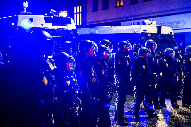 10-årsdagen for nedrivningen af Ungdomshuset på Jagtvej 69, blev onsdag d. 1. marts 2017 markeret med en stor demonstration igennem Københavns gader. Her politiet på Jagtvej.