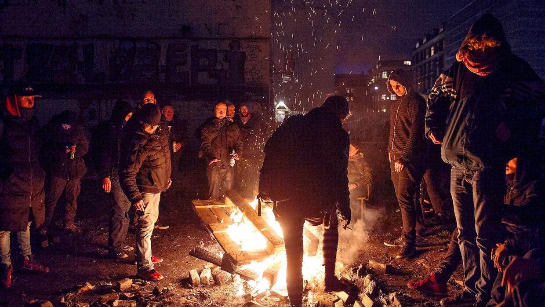 På Jagtvej 69, hvor det tidligere Ungdomshus lå, tændte demonstranter bål.