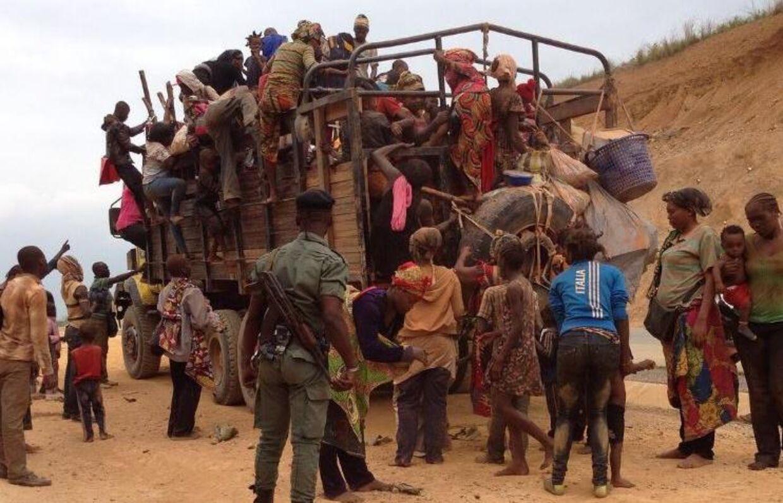 Land nr. 98 I Republikken Congo var mennesker på flugt. I to dage sad Torbjørn Pedersen på toppen af lastbilen.