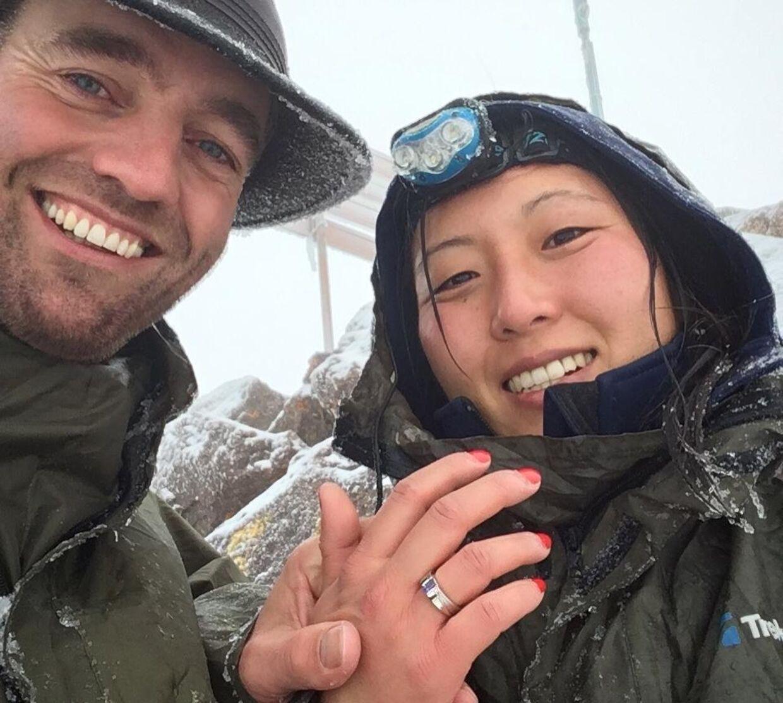 Land nr. 121 Frieri på toppen af Mount Kenya i næsten 5.000 meters højde kl. 06:15. Hun sagde ja.
