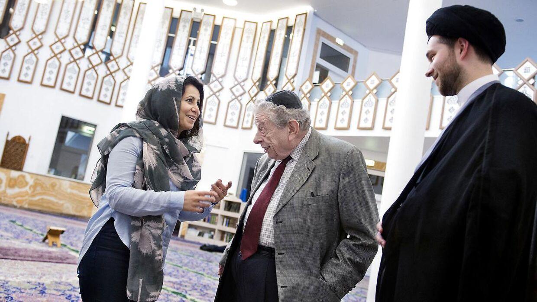 Overrabbiner Bent Melchior og tidligere folketingsmedlem for SF Özlem Cekic - nu formand for Foreningen Brobygger - besøger Imam Ali-moskeen og imam Daniel Rezaei Sayed.