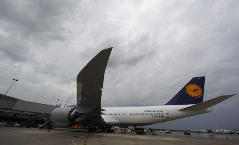 3. Kommercielle fly kan flyve sikkert med kun én motor, og kan lande helt uden nogen. Oddsene for at begge motorer går i stykker, er utrolig små. Det sker kun én gang på én milliard flyvetimer, hvis man skal tro producenten Boeing