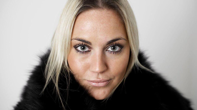 Realitystjerne Amalie Josephine Szigethy afslører, at Peter Birch stadig kontakter hende.