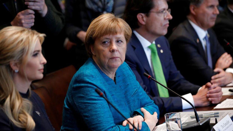 På billedet: Tysklands forbundskansler Angela Merkel (th.) med Ivanka Trump. Det Hvide Hus i Washington den 17. marts.