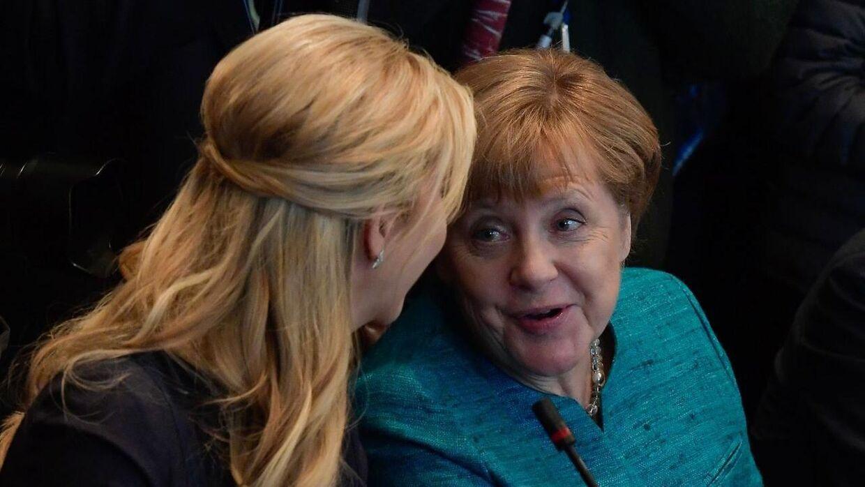 Angela Merkel (th.) i Det Hvide Hus med Ivanka Trump. Den 17. marts.