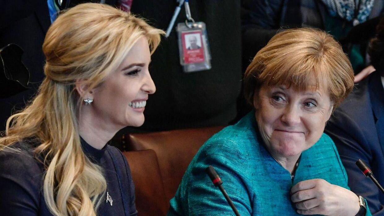 Ivanka Trump (tv.) med Angela Merkel. Til møde i Det Hvide Hus. Den 17. marts
