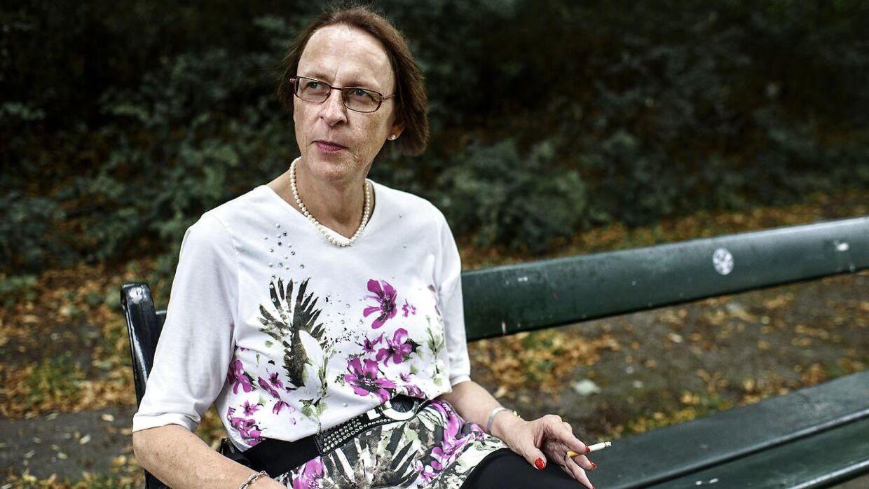 Linda Thor Pedersen har fået fjernet hår ved kønsorganerne og skal nu vente til juni for at få en samtale med en kirurg.
