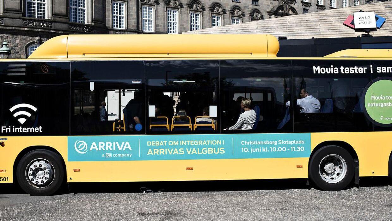 En mandlig leder hos Arriva er blevet frikendt for at have krænket en kvindelig buschaffør.