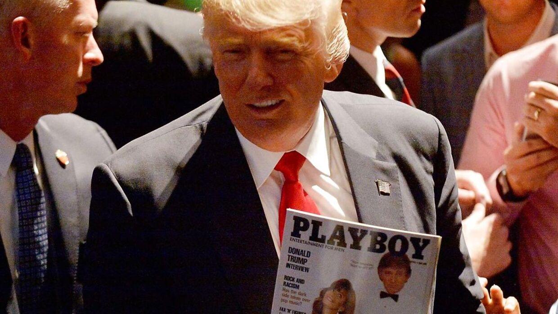 Donald Trump fremviser et Playboy-magasin med sig selv på forsiden under præsidentvalgkampen.